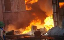 Cháy lớn, thiêu rụi hàng ngàn m2 nhà xưởng công ty sản xuất bao bì nhựa