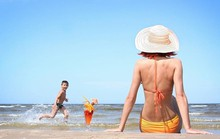 Bí quyết da không bị đen khi đi tắm biển dành cho các nàng