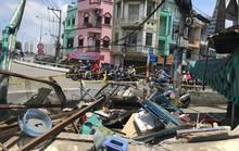 Hiện trường kinh hoàng xe ben tông sập nhà dân lúc đổ dốc cầu