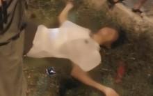 Bế con chơi trò máy bay ở công viên, bố bị điện giật bất tỉnh