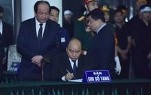 Thủ tướng Nguyễn Xuân Phúc, Chủ tịch QH Nguyễn Thị Kim Ngân ghi gì trong sổ tang?