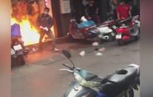Bịt mặt đổ xăng đốt cửa hàng quần áo trị giá 500 triệu đồng của vợ hờ cho hả giận