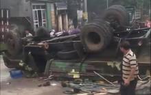 Xe quân sự bị lật, hàng chục chiến sĩ gặp nạn
