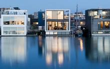 Chiêm ngưỡng cả trăm ngôi nhà được xây nổi trên mặt nước