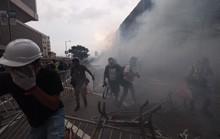 Hồng Kông: Người biểu tình xông vào hội đồng lập pháp, tấn công cảnh sát