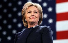 Bà Clinton chưa thể hạ cánh an toàn