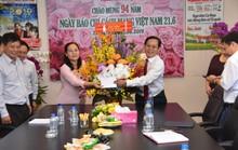 Lãnh đạo TP HCM đến thăm và chúc mừng Báo Người Lao Động
