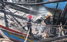 Tàu cá ngùn ngụt bốc cháy trong đêm, thiệt hại 2 tỉ đồng