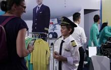 Thử làm phi công, tiếp viên ở phố đi bộ Hồ Gươm
