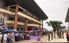 Người dân Phú Thọ xếp hàng mua vé xem U23 Việt Nam đá Myanmar