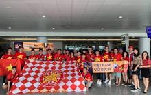 Cha mẹ Hồng Duy cùng CĐV Việt Nam sang Thái cổ vũ đội tuyển
