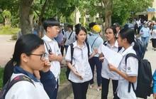 Quảng Bình: Thí sinh quỳ gối khóc tại trường vì không biết thi lại môn Văn