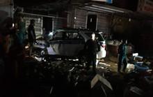 Xe CSGT tông vào tiệm vàng, 1 người dân bị thương