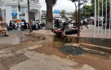 Xe máy tông vào trụ đèn đường, 2 người thương vong