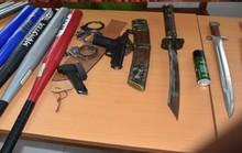 21 thanh niên vác dao kiếm, súng bắn đạn bi hỗn chiến gây náo loạn