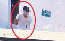 Công bố hình ảnh kẻ bịt mặt, đội mũ đâm chết nữ nhân viên bán xăng