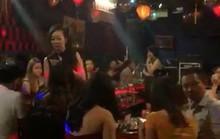 Ăn chơi thâu đêm trong quán bar 141 Nguyễn Đình Chính