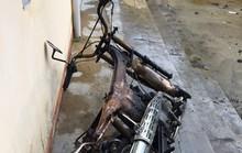 Trộm xăng xong châm thuốc hút, xe máy cháy trơ khung