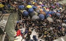 Hồng Kông: Bạo loạn tại trung tâm mua sắm, 22 người nhập viện