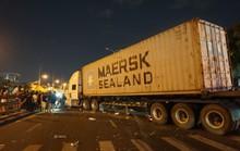 Xe container mất lái, lao qua dải phân cách tông cháu trai 4 tuổi chết thảm