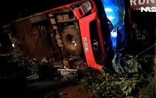 [VIDEO] Xe khách mất lái đâm xe tải, hàng chục người thương vong