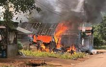 Sau tiếng nổ lớn, căn nhà bốc cháy, người phụ nữ bị phỏng nặng