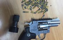 Cựu chiến sĩ công an trộm súng quân dụng đem lên mạng rao bán