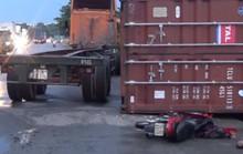Thùng container lật, đè lên người đi xe máy ở KCN Sóng Thần
