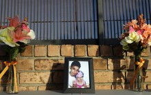 Cha con người di cư chết đuối ở biên giới Mỹ về nơi an nghỉ