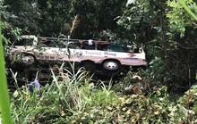 Xe chở khách du lịch lao xuống vực sâu 30 m, 2 người tử vong và nhiều người bị thương