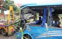 26 người trong gia đình đi du lịch hoảng loạn khi xe khách gặp nạn