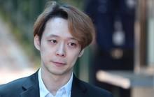 """Nhận án treo, """"Hoàng tử gác mái"""" Park Yoo Chun khóc, xin lỗi"""