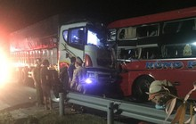 Xe khách vượt ẩu tông trực diện xe tải, tài xế tử vong, hàng chục người bị thương