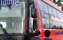 4 thanh niên chặn đầu ném vỡ kính xe khách giữa ban ngày