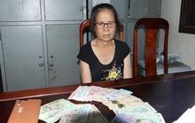 Bà già bắt xe khách từ Hà Nam vào Hà Tĩnh để hành nghề hai ngón