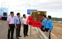 QUẢNG NGÃI: Gắn biển công trình mừng ngày thành lập Công đoàn Việt Nam