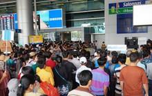Nữ Việt kiều báo bị mất hàng trăm triệu đồng sau khi ôm người thân