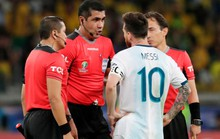 Bức xúc vì thua Brazil, Messi miệt thị trọng tài là bò đực
