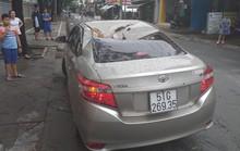 TP HCM: Cây xanh bật gốc đè ôtô, quận Tân Phú cúp điện