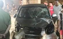 Gây tai nạn bỏ chạy, xe điên tông hàng loạt xe máy khiến 7 người bị thương