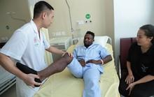 Chân sút chủ lực Oseni của CLB Hà Nội lên bàn mổ vì đứt dây chằng chéo đầu gối