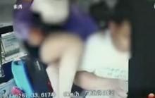 Hành khách nữ Trung Quốc hành hung tài xế xe buýt