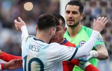 Messi dính thẻ đỏ oan ức, Copa America dậy sóng trận tranh HCĐ
