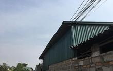 Điện hở từ trên mái nhà, cháu bé bị giật tử vong