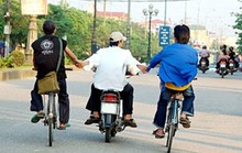 Ý thức giao thông kém: Người dân lỗi 1, cơ quan quản lý lỗi 10