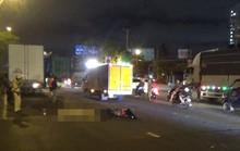TP HCM: Xe máy chạy vào làn đường ôtô, 2 người thương vong