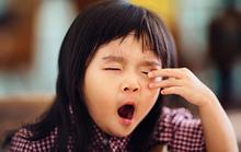 Cách giúp trẻ nhỏ không ngủ quên trên xe đến trường