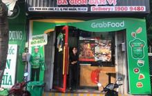 """GrabFood muốn gì khi """"phủ xanh"""" con phố ẩm thực sầm uất ở TP HCM?"""