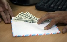 Tài xế biến mất cùng chiếc phong bì toàn đô la Mỹ