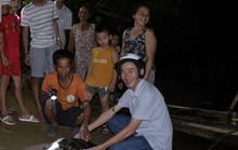 Lần đầu tiên bắt được rùa biển nặng 15 kg trên sông Hiếu